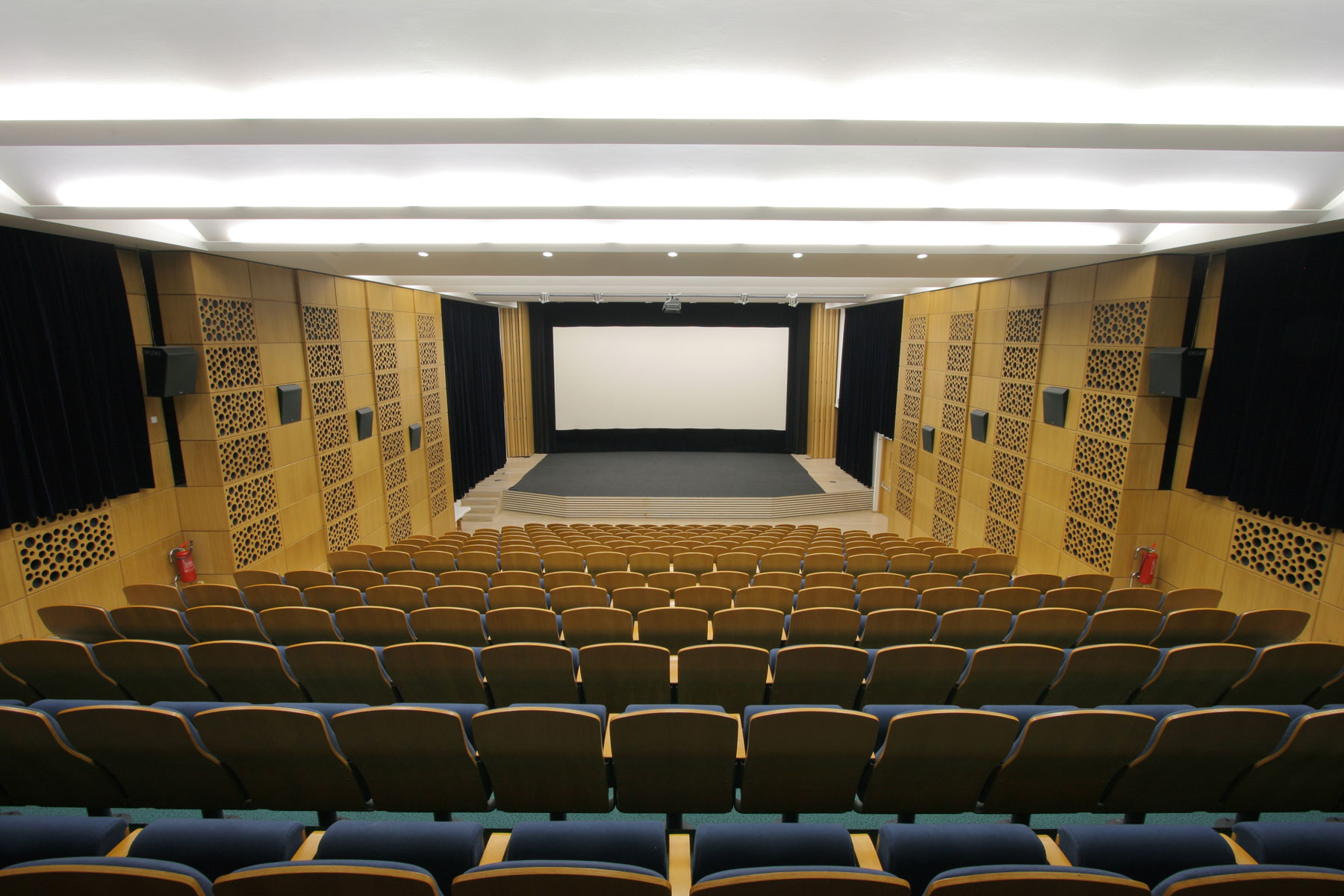 Kino Nadsklepí